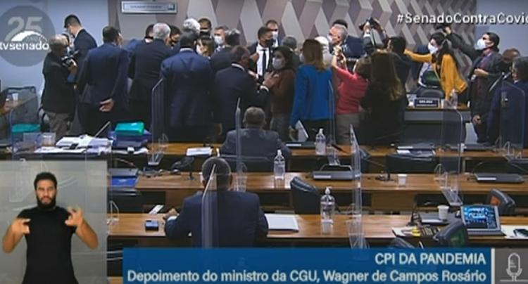 Ministro da CGU chama senadora Simone Tebet de descontrolada; sessão da CPI é encerrada