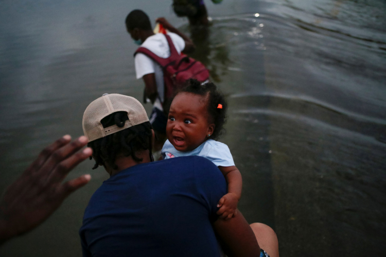Colômbia monitora 19 mil migrantes que tentam cruzar fronteira com Panamá a caminho dos EUA