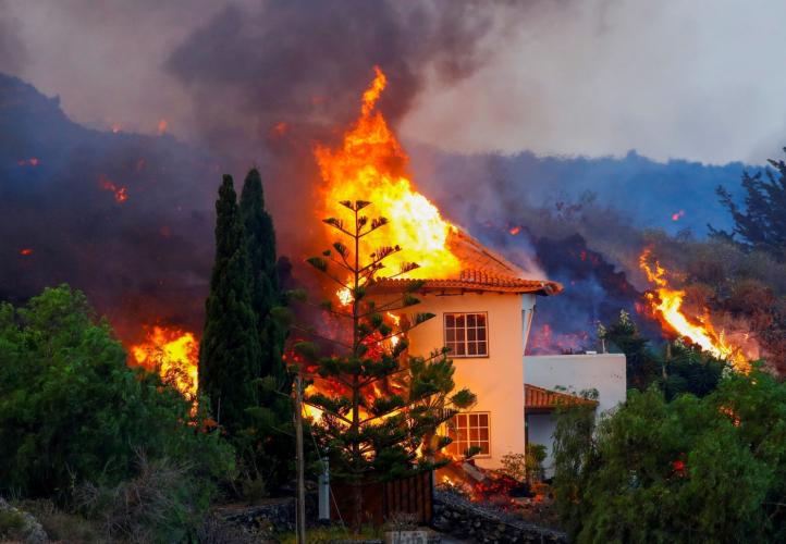 Lava do vulcão Cumbre Vieja engoliu 513 casas em oito dias de erupção