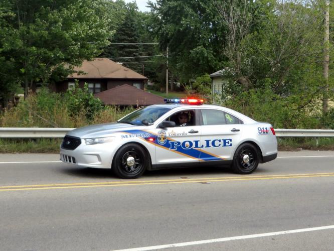 Adolescente morre e dois ficam feridos após ataque a ponto de ônibus escolar nos EUA