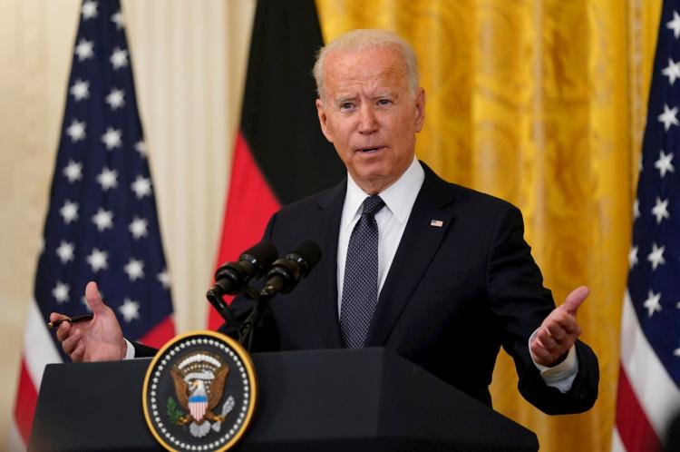 Biden assume responsabilidade pelos maus-tratos a migrantes na fronteira