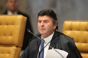 Fux diz que 'desprestígio' do STF é causado por políticos que 'jogam' problemas para a Corte resolver
