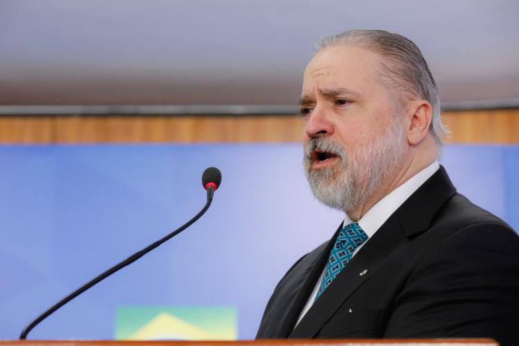 'Caneta do PGR não será instrumento de peleja política ou perseguição', diz Aras ao assumir 2º mandato