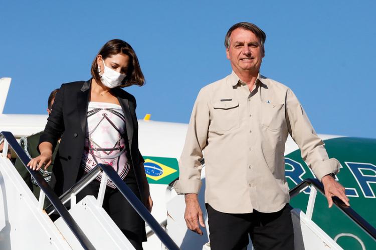 Bolsonaro diz que Michelle tomou vacina contra a Covid-19
