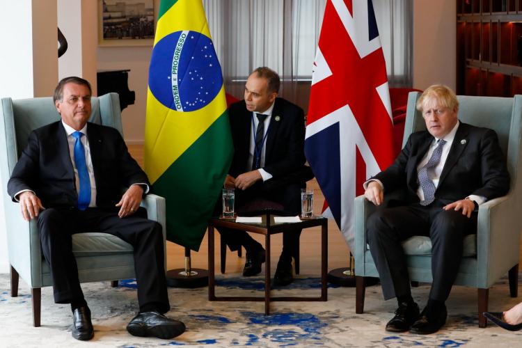 Boris Johnson recomenda vacina de Oxford para Bolsonaro e elogia relação entre Brasil e Reino Unido