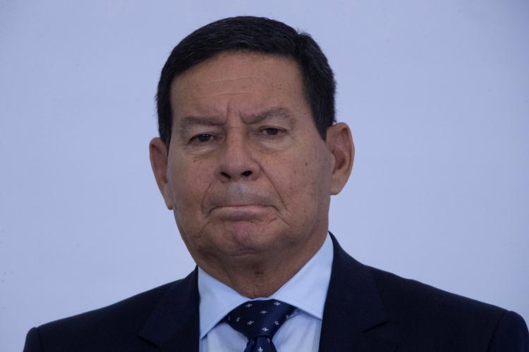 Mourão diz que Brasil vive crise política, econômica e social há anos