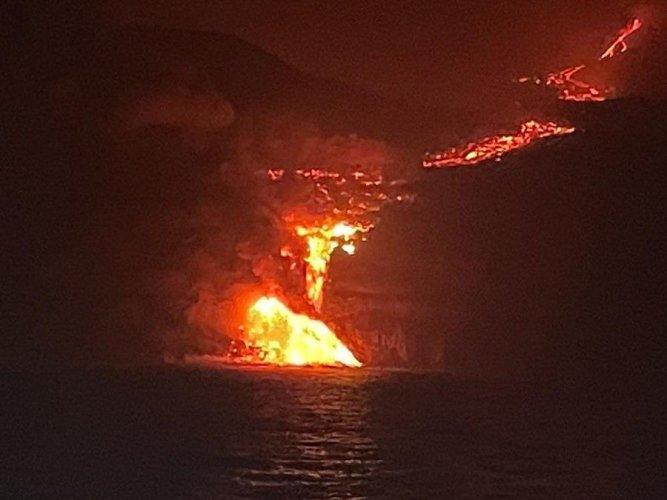 Vídeos mostram impacto de lava atingindo oceano na ilha de La Palma