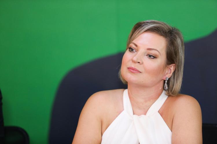 'Desejo pronta recuperação e que viva muito para pagar pelos crimes', diz Joice a Eduardo Bolsonaro