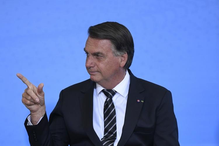 Após recomendação de isolamento, Bolsonaro muda agenda presidencial e cancela viagem