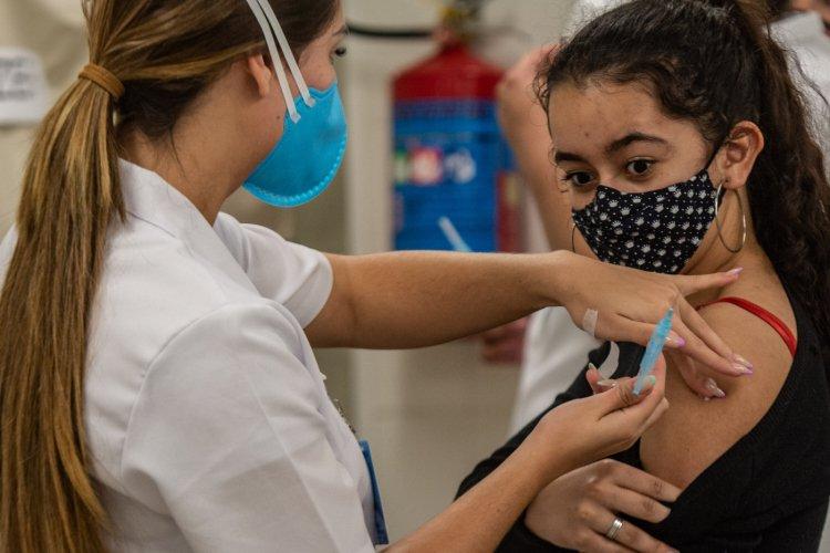 Senado discute continuidade da vacinação de adolescentes contra a Covid-19
