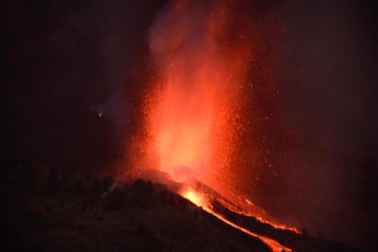 Erupção do vulcão Cumbre Vieja não apresenta riscos de tsunami ao Brasil, afirma pesquisador