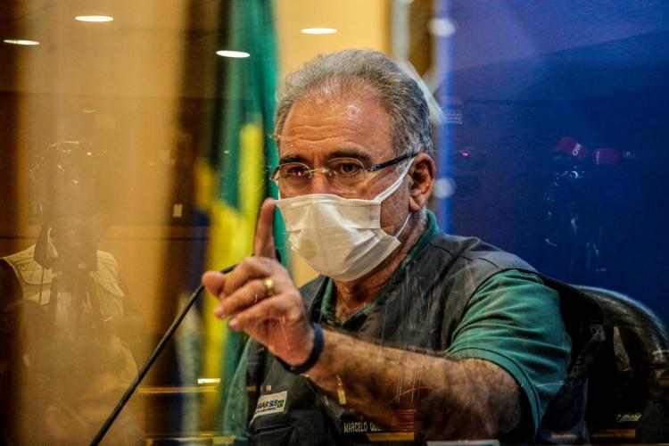 Bolsonaro quer explicações de Marcelo Queiroga sobre vacinação de adolescentes