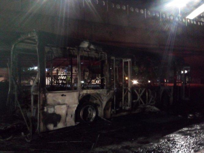 Ônibus é incendiado na região de Campo Belo, zona sul de São Paulo