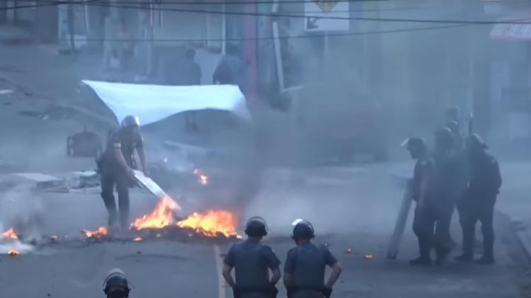 Moradores protestam contra assassinato de três jovens na zona sul de São Paulo