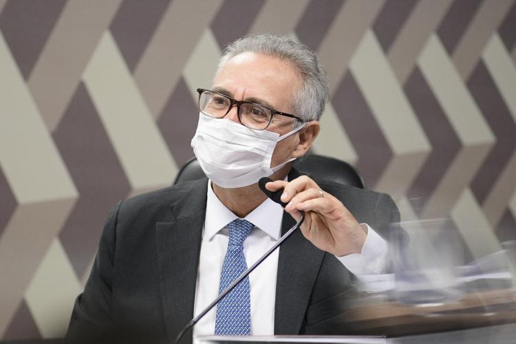 Renan Calheiros inclui diretor da Prevent Senior em lista de investigados da CPI
