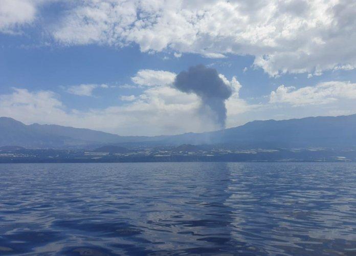 Autoridades se preparam para chegada da lava do vulcão Cumbre Vieja no oceano