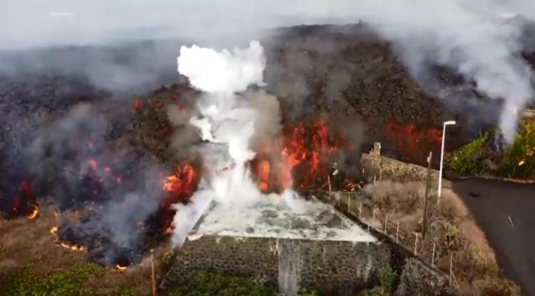 Lava do vulcão Cumbre Vieja engole casas e piscinas nas Ilhas Canárias; veja vídeo
