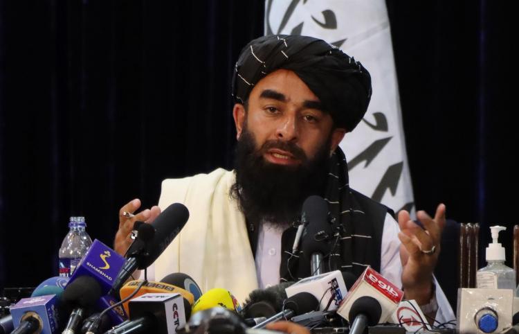 Porta-Voz do Talibã diz que meninas afegãs voltarão às escolas 'assim que possível'